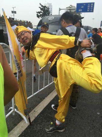 北京时间4月10日,武汉马拉松.-范冰冰武汉马拉松遭围堵离场 自爆曾...图片 34705 338x450