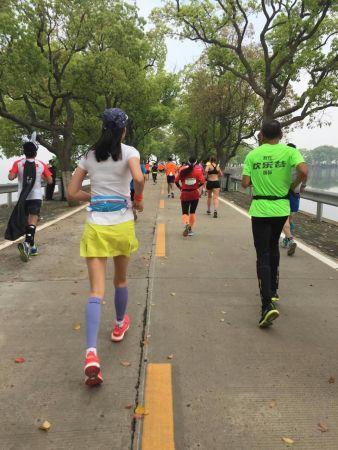 北京时间4月10日,武汉马拉松.-范冰冰武汉马拉松遭围堵离场 自爆曾...图片 37899 338x450