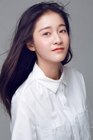 搜狐娱乐讯近日,拿下中戏第一的张雪迎曝光了一组最新夏日写真,清纯白衣少女清新力爆屏,笑魇如花,俏皮可爱,完美展现学霸的另一面。