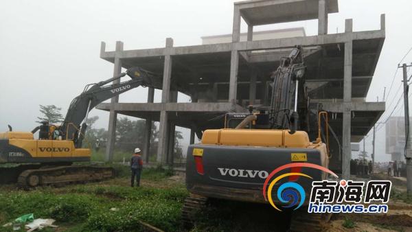 海口美兰区拆除灵山镇7宗违建总面积两千余平方米