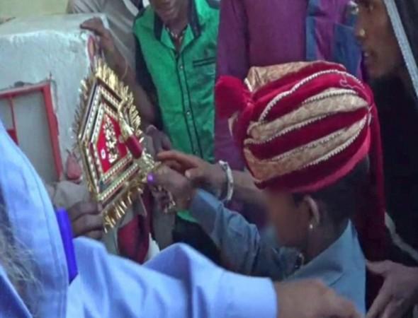 中国幼女xxx视频_印度多名幼女被迫嫁人 哀嚎不止让人心碎