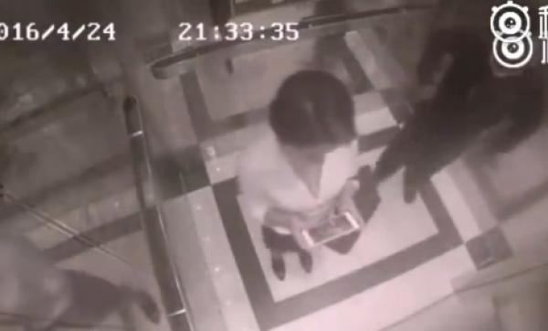 女子电梯内暴揍色狼 5秒KO对方(图)
