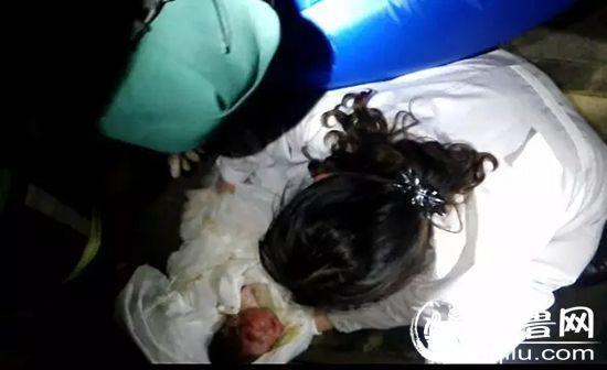 因为患有窒息和感染并发症,这名男婴还需要在医院做进一步的检查和治疗。