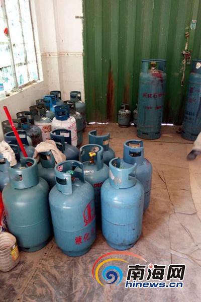 吉阳区查处液化石油气非法储存点 扣押煤气瓶111瓶图片