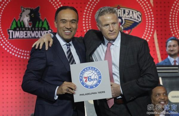 高清图:2016NBA选秀抽签大会 76人获得状元签