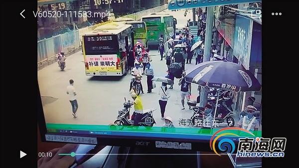 女子海口挤公交时被扒小偷被抓才知自己被盗[图]