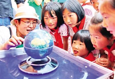 铝业有限公司联合海港区青少年活动中心和秦皇岛市观(爱)鸟协会的老师