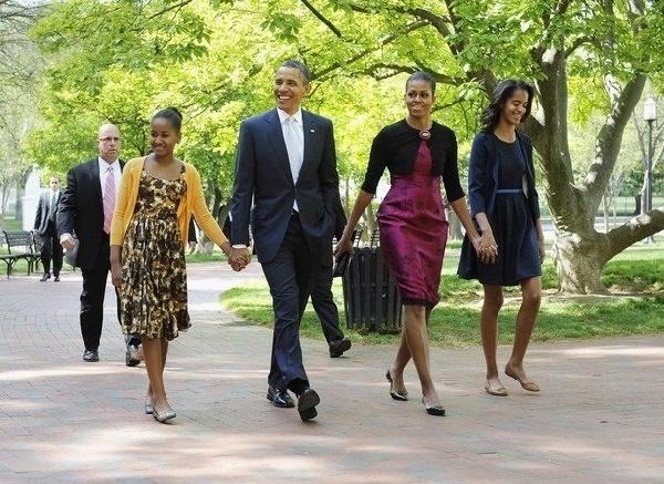 美国总统奥巴马一家人其乐融融(资料图)
