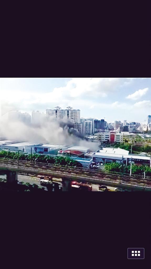海口一4S店起火致1小汽车和1电动车受损无人员伤亡