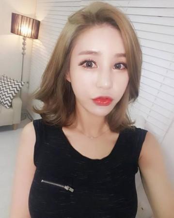 韩国女主播的英文怎么写_韩国性感御姐型女主播 衣服都撑变形了