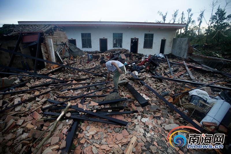 龙卷风突袭文昌市受灾群众领到救援物资已被妥善安置