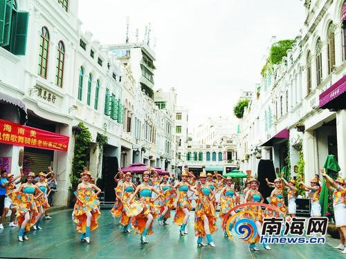 当街演出高水准歌舞海口市艺术团公益表演获赞