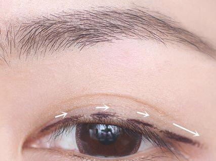 新手画眼线的步骤图片,新手画眼线教程