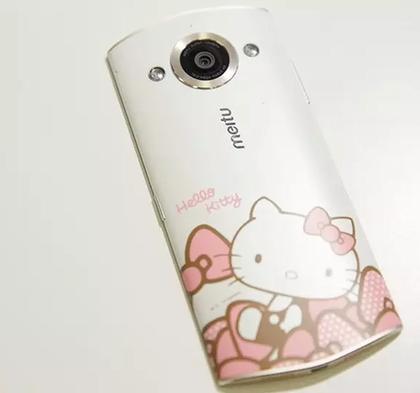 """忙着拍戏,但小妮子的生活也是十分精彩,经常会在网上晒""""美图手机""""自拍"""