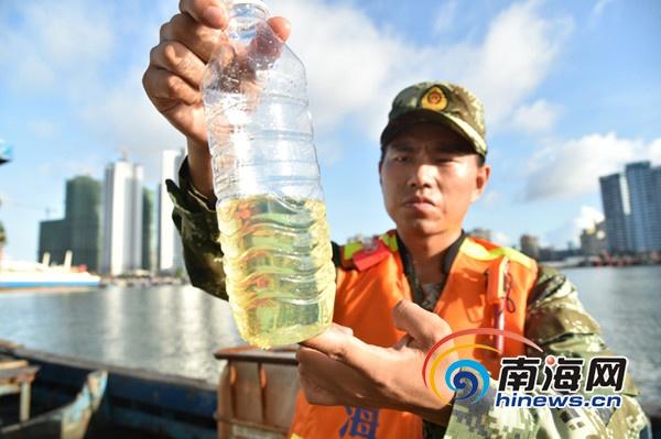 海南一渔船行迹可疑无任何渔具被查出72吨走私柴油