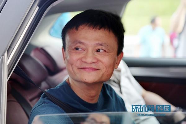 马云亲自试乘荣威RX5-马云推出了互联网汽车 未来80 功能与交通没关高清图片