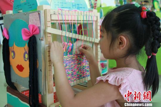 """兰州幼儿教师手工制作玩教具 """"私人订制""""环保实用"""