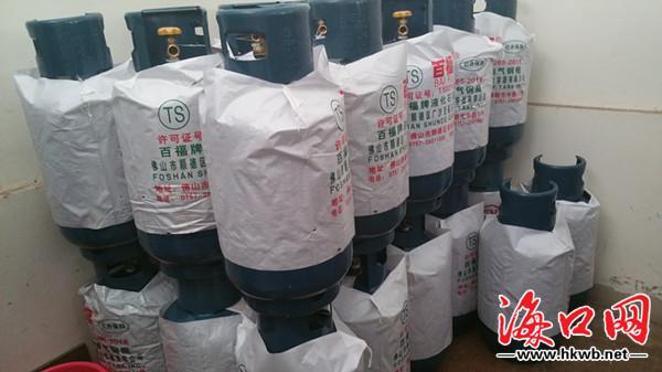 """<b>燃气""""黑窝点""""藏身海口居民区130瓶液化气钢瓶被扣</b>"""