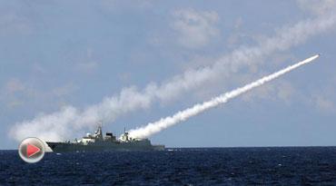 中国海军在南海举行实兵实弹对抗演习