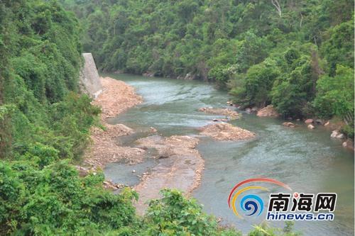 保亭:上游水利抢险工程乱采石下游村民担忧山洪