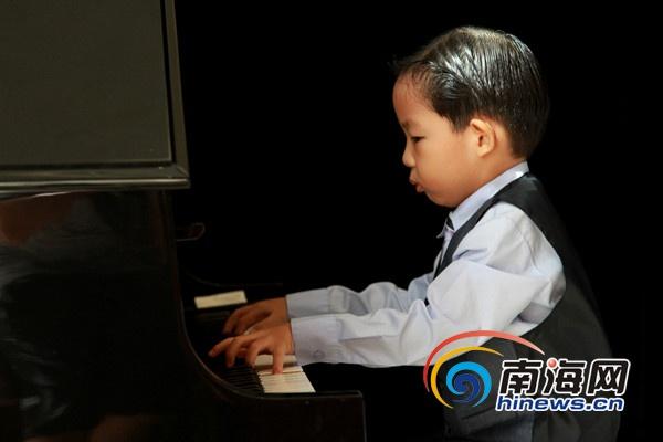 <b>海南少年钢琴挑战赛海选奏响双胞胎姐妹同晋级</b>