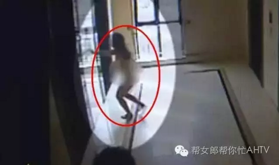 女子家门口被人挟持强奸8小时 裸体逃出公寓呼救