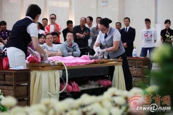 家属发现逝者遗体弄错 殡仪馆将错就错