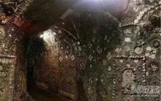 男子自家后院发现神秘洞穴 进入一看吓傻了