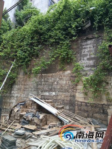 海口府城千年城墙藏身铺面背后多年引发关注[图]