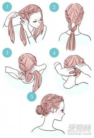 step1: 先把头发中分,从一侧取出一缕头发往耳后编荷兰辫,不