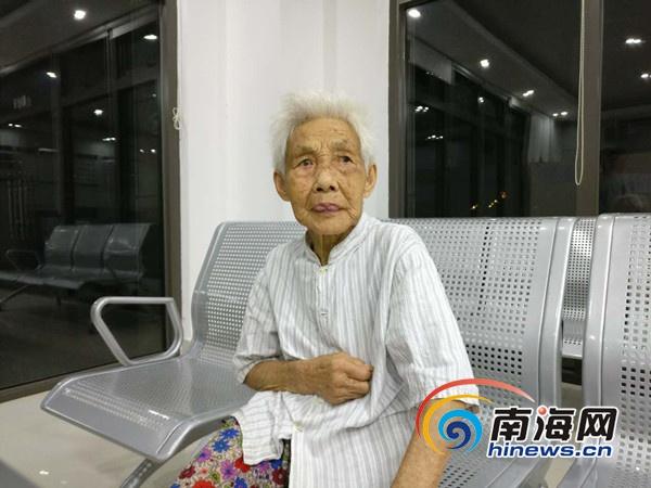 八旬阿婆海口坐公交车走失 家属报警找回老人