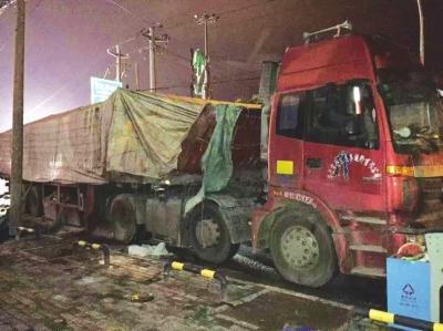 兰州货车侧�_兰州货车发生爆炸 淋雨燃爆致6人受伤威力惊人