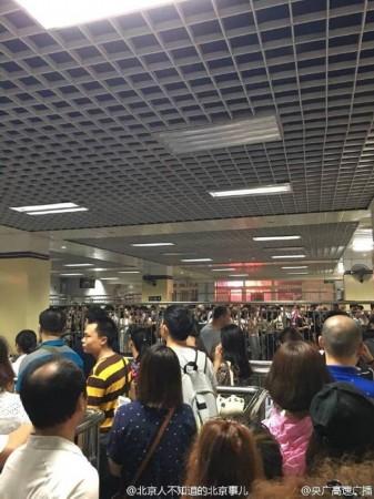 北京地铁1号线因信号故障已线停运(图)