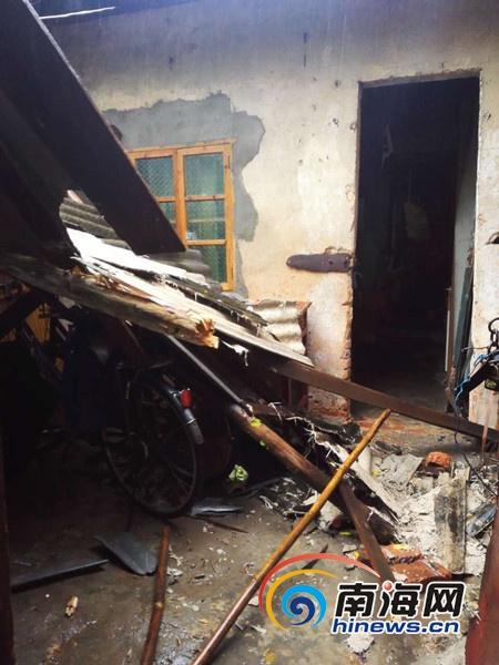 <b>儋州一间50年历史瓦房倒塌18岁少女被困后获救</b>