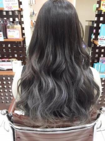 女大学生时适合留什么发型 长发 波浪最美