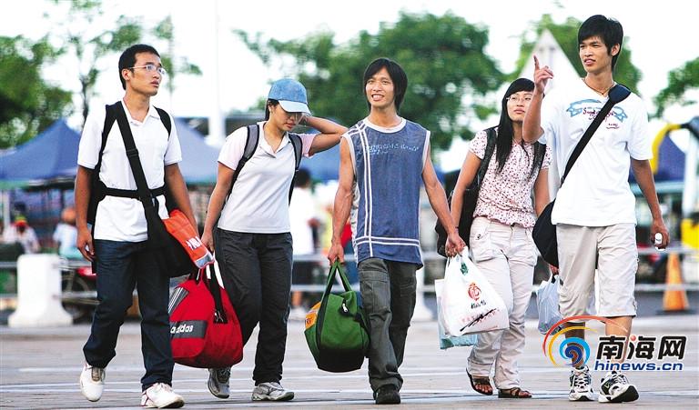 海南学子的大学求学路:背着椰子去上海不带棉服去东北