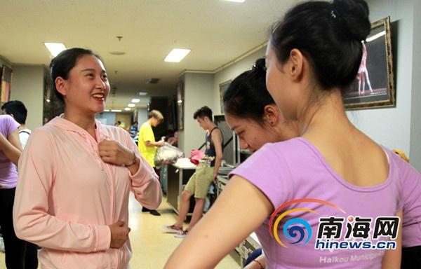 《黎族家园》演员赴京演出抽空排练传统黎歌
