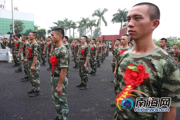 700余名老兵卸下红色肩章 武警海南总队欢送退伍老兵