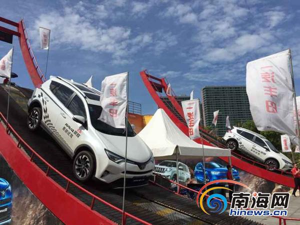 一汽丰田荣放在海报车展陡坡展示性能