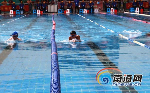 海南全民健身运动会业余游泳比赛开赛父女同上阵