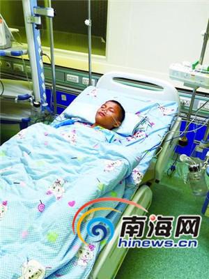 屯昌12岁男孩患急性脊髓炎单亲妈妈盼社会救助