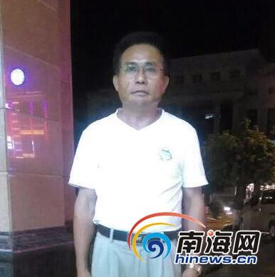 乐东醉酒男子街头挥刀 48岁记者空手夺刀获赞