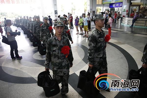 海南2920名入伍新兵启程赴军营 大学生新兵占41%