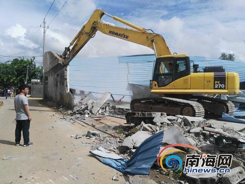 海口启动沙坡水库周边土地整治苍东村两宗违建仓库被拆