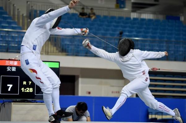 全国锦标赛男子重剑团体赛:上海队夺冠