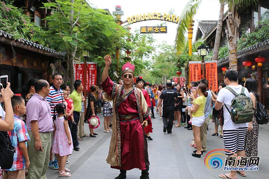 高清:三亚国庆黄金周首日七大景区共接待3.88万人次
