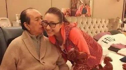 细数娱乐圈老来得子的明星 赌王与幼女竟差78岁