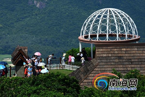 国庆长假期间 亚龙湾热带天堂雨林受游客青睐www.js360.com点击进入官网