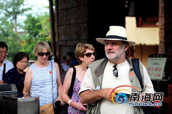 加勒比邮轮200名游客访海南槟榔谷揭开民俗神秘面纱