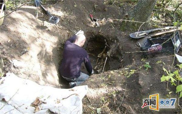 顿时吓了一跳,于是男子鼓足勇气继续挖了下去打算一探究竟.